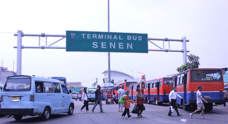Penumpang Terminal Pasar Senen