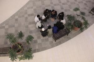 Bandung (Rumah Jurnalis) - Kelompok dari Lingkar Ganja Nusantara berdiskusi di Braga City Walk, Bandung (13/9)
